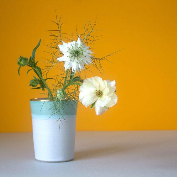 der Konus Becher als Vase