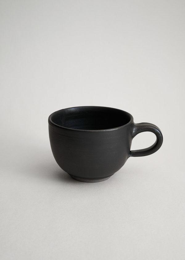 große bauchige Tasse in Lakritz matt glasiert für den doppelten Cappuccino
