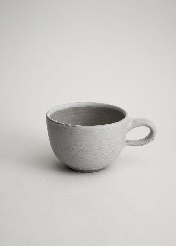 bauchige Tasse in Sahne matt glasiert für den doppelten Cappuccino