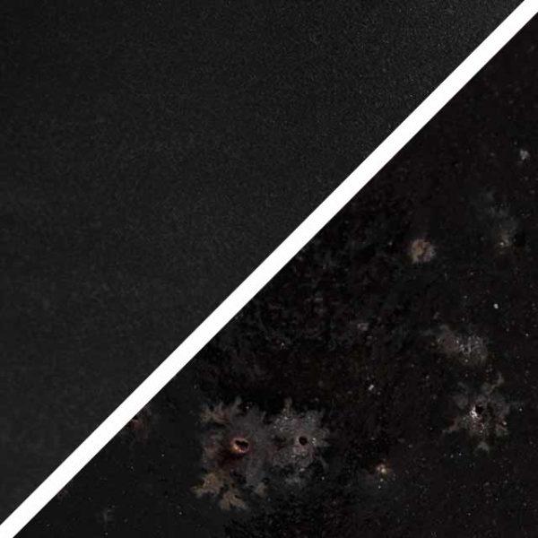 Lakritzfarbene schwarze matte Glasur ohne und mit Spots, die wie Sommersprossen durch die Glasur schimmern