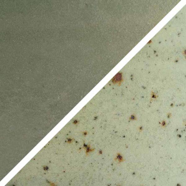 Pistazien grüne Glasur ohne und mit Spots, die wie Sommersprossen durch die Glasur schimmern