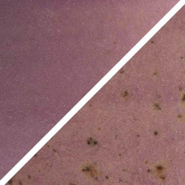 Zartflieder Glasur ohne und mit Spots, die wie Sommersprossen durch die Glasur schimmern